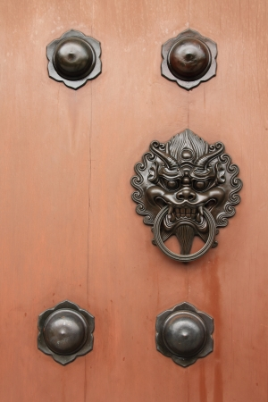 Door handle developing Chinese traditional style - Dragon head brass on wood door Stock Photo - 14975298