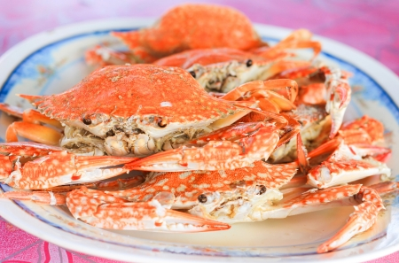 fresh steamed crabs on plate