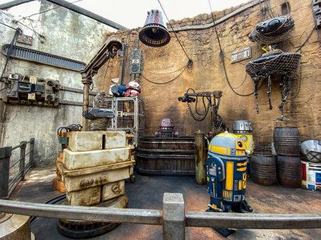 Orlando,FL/USA-10/5/19: Androids on display at the Star Wars  Galaxy's Edge area of Hollywood Studios Park at Walt Disney World in Orlando, FL. 報道画像