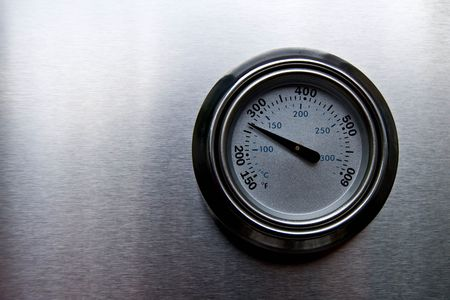 Temperature of BBQ grill displayed on the cover.