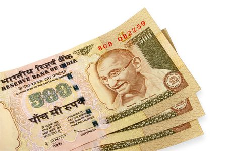 indian currency: tres notas de 500 rupia india de moneda
