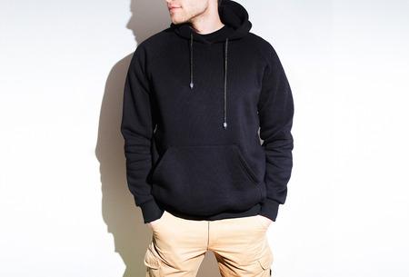 Lege zwarte hoodie, sweatshirt, mock up geïsoleerd. Effen hoody ontwerppresentatie. Stockfoto