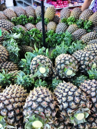 tropicana: Pineapple - a very famous fruits at Tropicana country across Asia. This one is a famous type of pineapple which import from east Malaysia - Sarawak Stock Photo