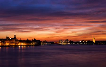 noord: Spectacular sunset above the skylines from Dordrecht and Zwijndrecht