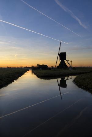 water mill: Contrails above the Schei Wijkse mill near Hornet in the Dutch region Alblasserwaard