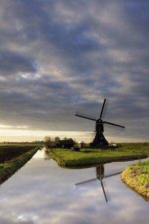 Scheijwijkse windmill near Hoornaar 版權商用圖片