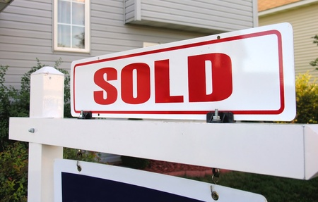 A real estate sign symbolizing a home sold Stock Photo