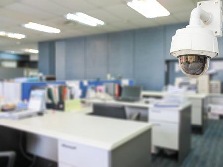 monitoreo: La seguridad del sistema de CCTV en la oficina de desenfoque de fondo empresa.