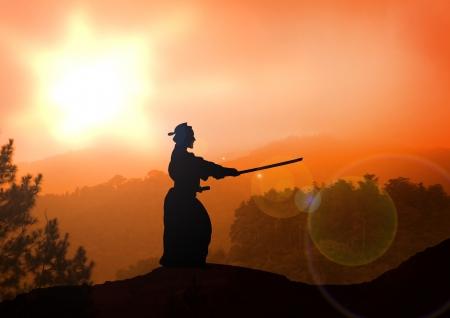 samoerai: Stock Illustratie van een man praktijk Kendo bij zonsondergang