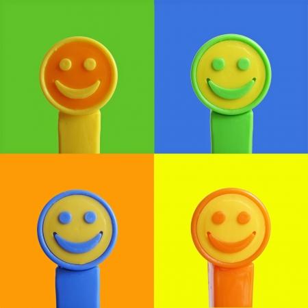 smiley face no fundo colorido