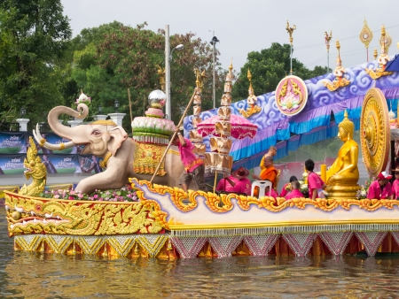 SAMUTPRAKRAN - OCTOBER 17: The boat parade of Luang Phor Toh buddha image in Lotus Receiving Festival (Rub Bua Festival) - tradition of local people in Samutprakran on October 17, 2013 in Samutprakran, Thailand.