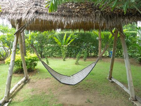 Empty bamboo hammock in the green garden  Imagens