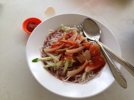 hoon: The famous belacan Mee Hoon in Kuching. Can be found at a stall next to Merdeka palace museum