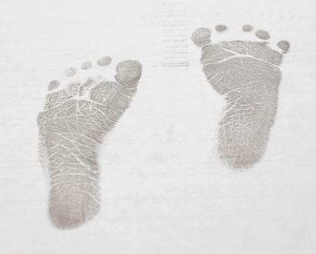 huella pie: Bebés  niños pequeños pasos - iconos negros sobre fondo blanco