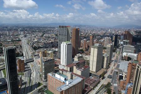 BOGOTA KOLUMBIA, STYCZEŃ, - 15, 2017: Widok Bogota, planetarium i bullring Bogota z wierzchu Colpatria budynku ,. Publikacyjne