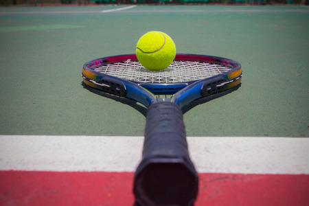 avocation: Tennis racket with balls on tennis court Stock Photo