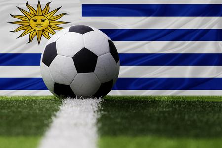 bandera de uruguay: Uruguay balón de fútbol y la bandera de Uruguay Foto de archivo