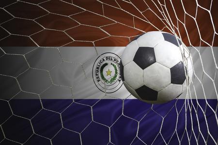 bandera de paraguay: bandera de Paraguay y el balón de fútbol, ??fútbol en red de la portería Foto de archivo