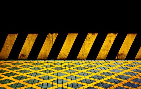 검정색과 노란색 라인