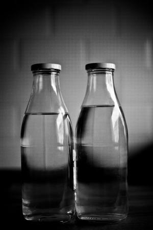 부엌에 두 병 스톡 콘텐츠 - 37397130