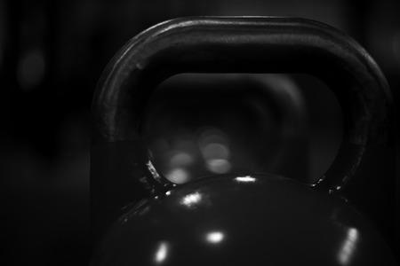 횡단 체육관에서 kettlebells III 스톡 콘텐츠