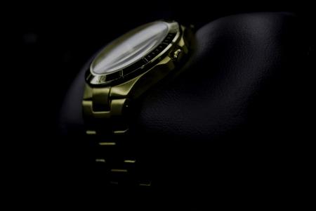 금색의 시계 I