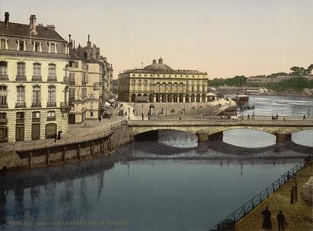 Brug, Bayonne, de Pyreneeën, Frankrijk Redactioneel