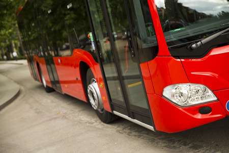 passenger buses: Nuevo autobús de la ciudad moderna Foto de archivo