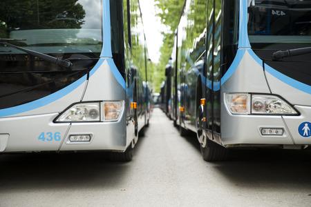 passenger buses: Nuevo autobús de la ciudad moderna Editorial