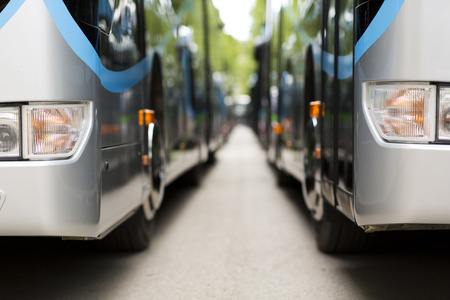 새로운 현대 시내 버스 스톡 콘텐츠