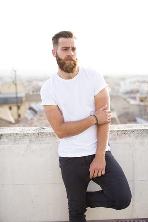 Bearded man posing in the street. Standard-Bild