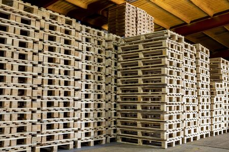 Pallet storage: logistics and shipping
