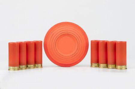 Palomas de arcilla y casquillos de escopeta
