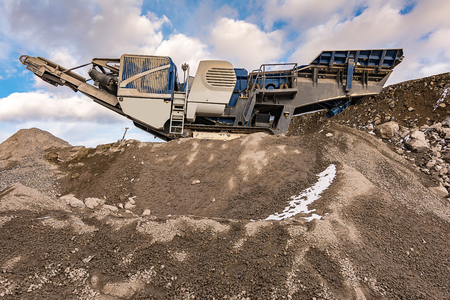 Stone crusher in a stone extraction mine. Heavy machinery to process stone Standard-Bild