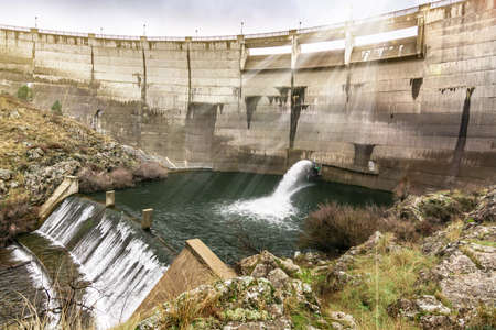 Flow of regulation of a reservoir in a period of drought due to lack of rain Фото со стока - 104760652