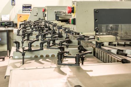 Machine de tri de feuilles de papier dans une presse à imprimer