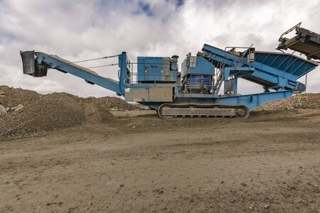 Heavy machinery in an open pit mine Imagens