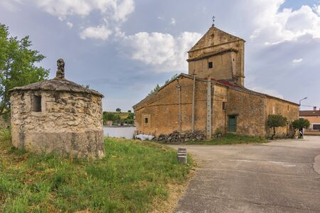 Romanesque church of Santa María Magdalena in the town of Tejares in the province of Segovia (Spain) Standard-Bild
