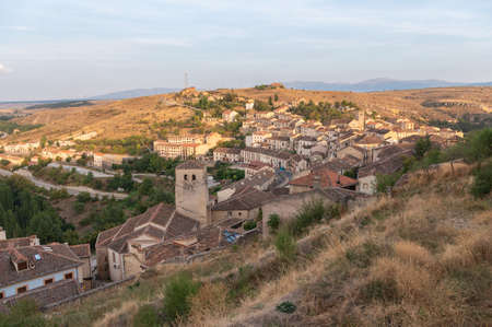 Exterior view of the medieval town of Sepúlveda, one of the most beautiful towns in Spain in Segovia Standard-Bild