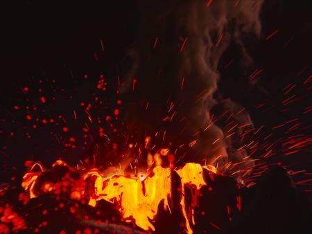 obrero: Erupción de volcán  Foto de archivo