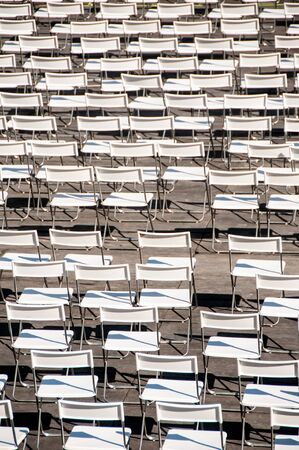 set of messy folding white chairs Imagens