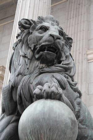 León león de españa stein Foto de archivo - 99043703