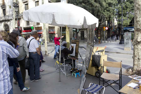 abstracto: BARCELONA - NOVEMBER 07: Painters in the street of the Las Ramblas Barcelona on nov 7TH 2011 in Barcelona, Spain