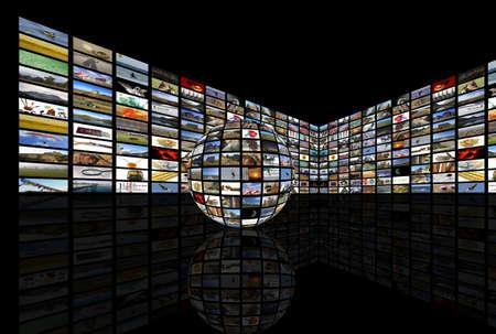 definici�n: Medios habitaci�n con TV de plasma en la perspectiva y la reflexi�n en el suelo, los antecedentes blac