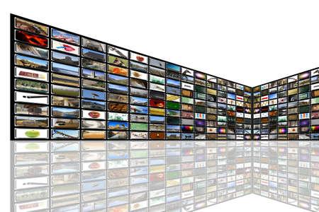 definici�n: Medios habitaci�n con TV de plasma en la perspectiva y la reflexi�n en el suelo