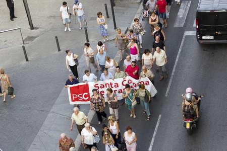 public health: BARCELONA, ESPA�A - 28 de junio: La protesta contra los recortes en la salud p�blica el 28 de junio de 2012 en Santa Coloma de Gramanet (Barcelona), Espa�a. Editorial