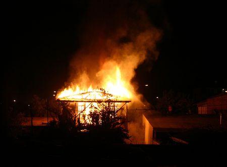 under fire: C�mara bajo el fuego  Foto de archivo