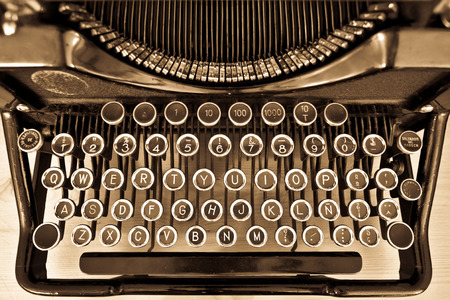 View of an antique manual Underwood typewriter on sepia Foto de archivo