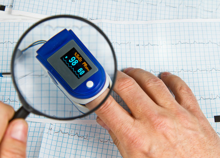 puls: A pulse oximeter used to measure pulse rate and oxygen levels with ECG background