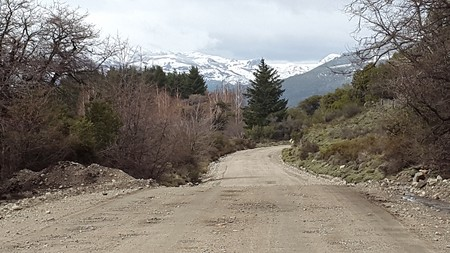 salmon falls: rural road in mountain area Stock Photo